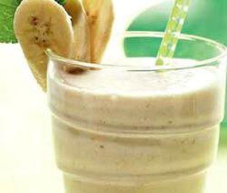 1354225423_recept-molochnjgo-koktelya-s-bananom-v-blendere