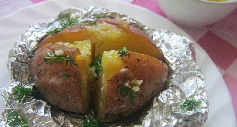 Как сделать запеченную картошку в духовке в фольге как в крошке